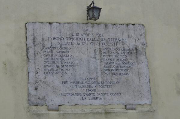 storia_dei_tv_lumière_sui_luoghi_della_memoria_lapide_piazzetta_dei_martiri_eccidio_nazifascista_1944_calvi_dell_umbria
