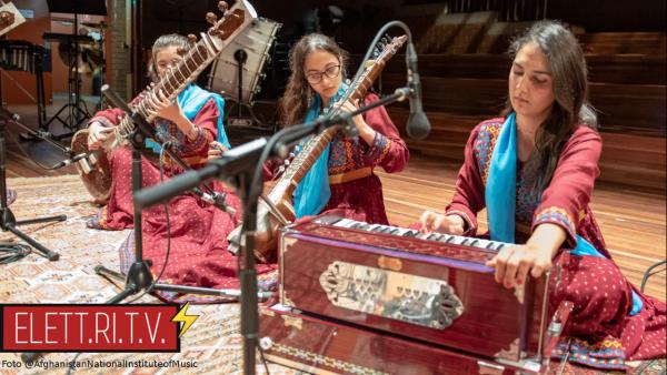 Afghanistan_talebani_vietano_la_musica_nei_luoghi_pubblici_2021_08_foto_orchestra_femminile_afghana_zohra